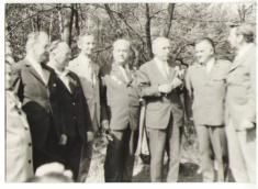 Uctění památky, rok 1975.Major Krylov ajeho skupina